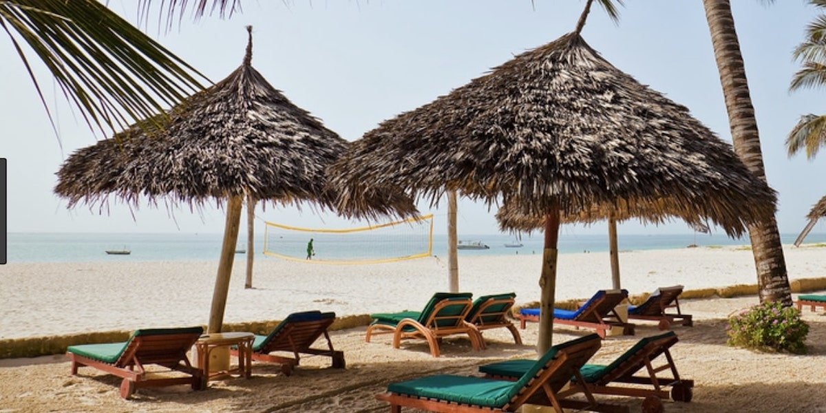 Self-Segregated Vacations: Sun, Sand, Racism and Bigotry
